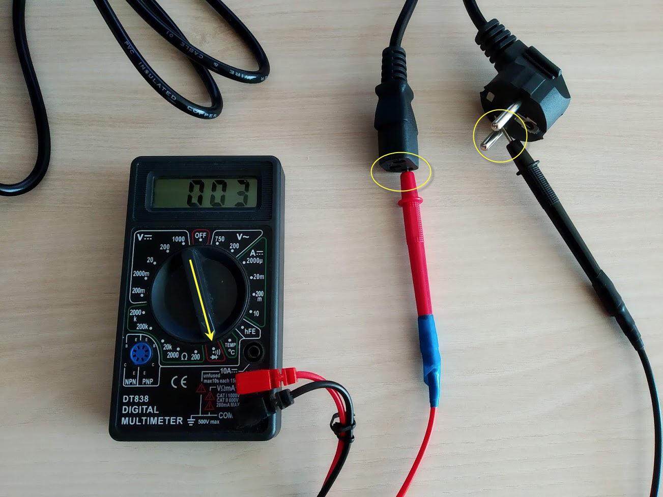 мультиметром измеряем кабель питания монитора