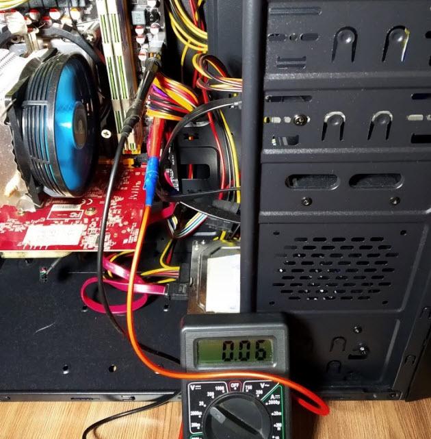 Замер зеленого провода на включенном компьютере